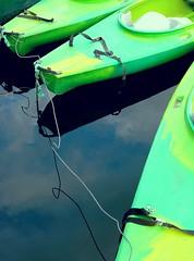 Shadows, angles (manu/manuela) Tags: sky france verde green water reflections boats eau fiume vert barche rivière ciel cielo ropes acqua riflessi francia reflets cordes bouts coulon maraispoitevin sèvreniortaise