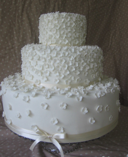 Flouncy Wedding Cake This melt in the mouth moiste chocolate cake with