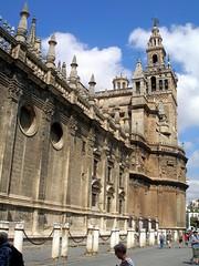 Catedral y Giralda (Landahlauts) Tags: summer sevilla andaluca seville andalucia verano andalusia 2008 andalusien sville andalusie andaluz siviglia alandalus  andaluzia    andaluzja  sewilla andaluzio         landahlauts                    andalouzia andalusiya      ishbiliya capitaldeandalucia