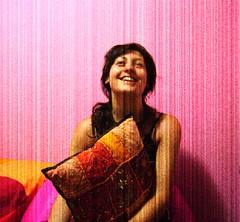 [ Un lampo di Infinit ] (hard/boiled (postcards from London)) Tags: pink portrait orange woman texture colors girl smile mulher rosa garota sorriso arancio hardboiled marlenekuntz meris infinita amofada