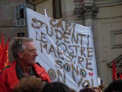 Cari studenti, le vostre maestre sono con voi (Gaiux) Tags: roma università protesta 2008 proteste scuola manifestazione sciopero riforma facoltà finanziaria istruzione sindacato sindacati gelmini 30102008 legge133