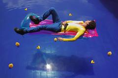 Temporada de patos (Squarrosa) Tags: blue men pool fashion duck gun rubber villa felipe flotador felipevilla
