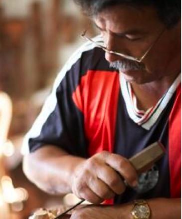 Ecuador-wood-carver