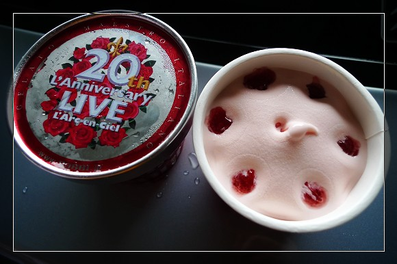 會場限定的薔薇口味冰淇淋