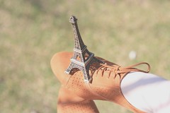 164/365 bonjour (Honey Pie!) Tags: white paris france shoes eiffeltower frana tights days honey oxford toureiffel torreeiffel 365 ameliepoulain poulain amliepoulain 365days 365daysproject 365dias emprionaka 365daysofhoney
