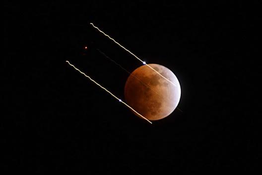 Lunar Eclipse Streaks