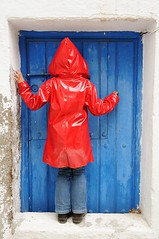 Little Red Riding Hood (cuellar) Tags: door blue red people white color catchycolors puerta gente cuento cuellar littleredridinghood tale caperucitaroja enanito mywinners colorphotoaward
