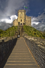 Keep, Cardiff Castle. (wentloog) Tags: uk sky cloud castle wales canon eos interestingness dragon roman fort britain flag cardiff wideangle tourists explore keep 5d wfc cardiffcastle reddragon aspherical 14mm canoneos5d tamron14mm wentloog welshflickrcymru stevegarrington ydraiggoch tamron14mmf28 robertfitzhamon