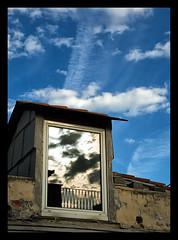Il cielo in una stanza (ZoSo74) Tags: window finestra riflessi ghesemmu