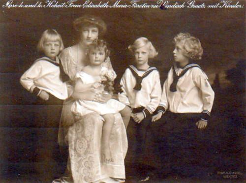 Prinzessin Elisabeth von Windisch-.Grätz mit Familie