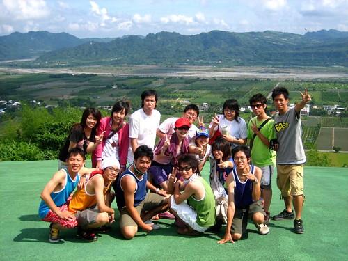 你拍攝的 3.JPing跟一群好友在台東鹿野高台。