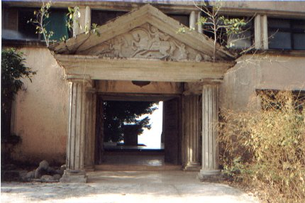 Partenon de Durazo: entrada a la casa