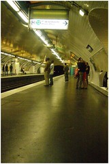 Le mtro parisien (feeperche) Tags: people paris train mtro transport underworld publicit pigalle sousterre mtroboulotdodo moyendetransport quotidiendesparisiens