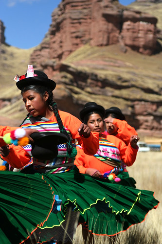 Festival de Tinajani - Woman Dancers Practicing
