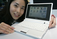 200 EEE PC by momentimedia