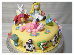Alice in Wonderland (Dragonfly Doces) Tags: flowers white rabbit mushroom cake cat wonder cards cheshire alice lewis disney pasta fantasy land americana bolo carroll japo gunma catterpilar