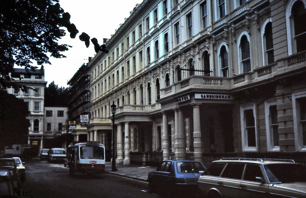 gm 03433 Lancaster Gate Hostel in London 1984