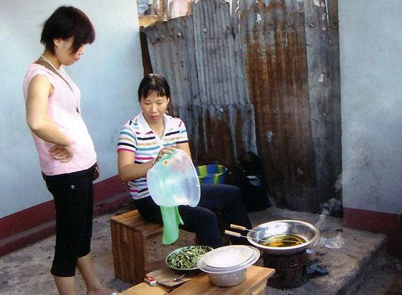 Chinoises vendeuses de beignets à Kinshasa