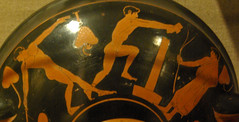 Pentatletes practicant el llanament de javelina i el salt (Sebasti Giralt) Tags: ceramica sport boston museum ceramic greek athletics jumping javelina fine salt arts deporte pottery jumper salto athlete grec atletismo atleta javalina griego esport atletisme javeline
