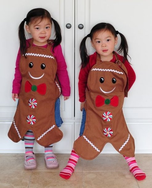 Cutest aprons in the world -- thanks Wela!! Ro left, Ree right.