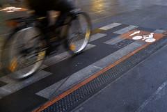 Vlo (rbastier) Tags: street winter light france rain bicycle hiver low pluie alsace finepix fujifilm toulouse rue lorraine velo remi rmi s3pro hautegaronne faible luminosit bastier