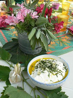 fromage blanc aux herbes fraîches et à l'ail .jpg