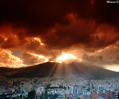 Quito al Atardecer - Late Afternoon in Quito (Bernai Velarde Photography ) Tags: america quito ecuador sony south filter sur cokin velarde pichincha dscr1 bernai damniwishidtakenthat flickrsmasterpieces