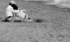 Love on the sand (Sweet.tina91  [Momentaneamente fuori servizio :D ]) Tags: bw white black love beach lumix sand panasonic bianco nero amore spiaggia sabbia mondragone tz5 panasonictz5 sweettina91