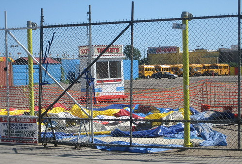 Will Thor's lots be devoid of amusements again in 2010? Thor Equities lot at Bowery & Stillwell in Coney Island. August 22, 2008. Photo © Tricia Vita/me-myself-i via flickr
