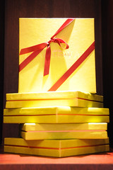 The boxes by Dalloyau (jmvnoos in Paris) Tags: red paris france yellow jaune rouge nikon ribbons box chocolate chocolates ribbon boxes chocolat bote ruban d300 rubans botes dalloyau chocolats jmvnoos