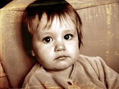 Ainara triste (K-old) Tags: chile santiago light portrait baby cute colors beauty photoshop nose ojo cafe rust overlay dirty oxido dirt bebe retouch nariz retoque sucio