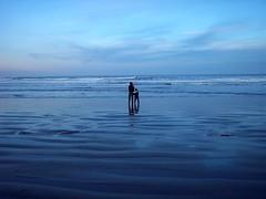 dos gotas de agua en mitad de la nada (Ignacio Conejo) Tags: blue sea beach argentina azul mar 21 conejo father son playa comodoro padre nacho luka hijo ignacio chubut rivadavia colorphotoaward colourartaward a3b ignacioconejo radatili