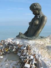 Penelope (David Thousand Words) Tags: blue sea sky italy sculpture statue nude chains nudes penelope italia mare nipples blu guerra chain cielo locks statuary gianni senigallia padlocks catena catene capezzoli