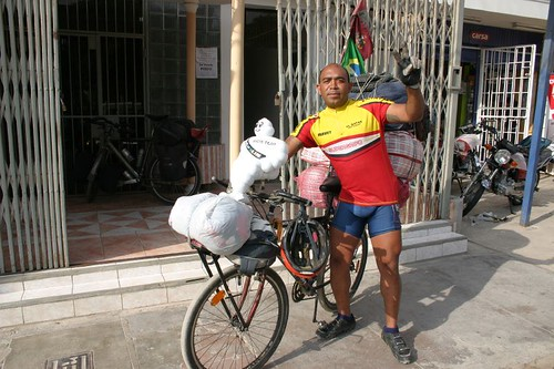 Brazilian cyclist Edmilson. He travels with a massive 80 kg luggage bulk!