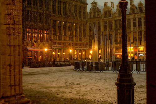 Brussels Grand Place in the snow by matt512.