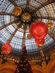 Galeries Lafayette Paris (sigfus.sigmundsson) Tags: christmas decorations red paris france tree mall shopping gold lights gallery december galeries lafayette decoration grand noel jul 2008 jl