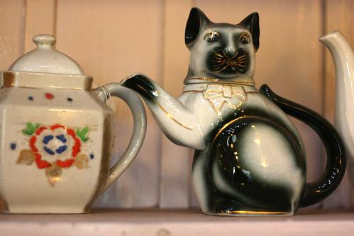Siamese teapot