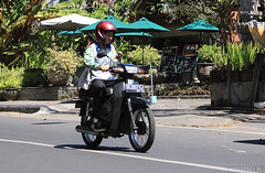 Bali - Sanur (minispace) Tags: bali canon honda indonesia motorcycle arno moped 28135 sanur 500d 2011 bromfiets canon500d minispace kempers arnokempers