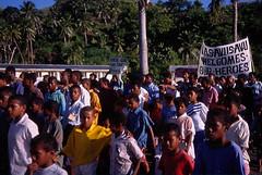 welcoming their heroes (dillisquid) Tags: fiji 1998 worldtrip dillisquid