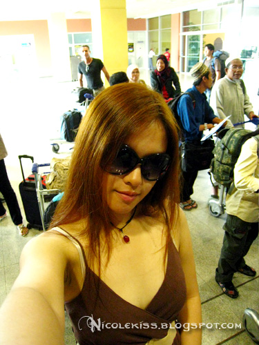 nicolekiss at airport