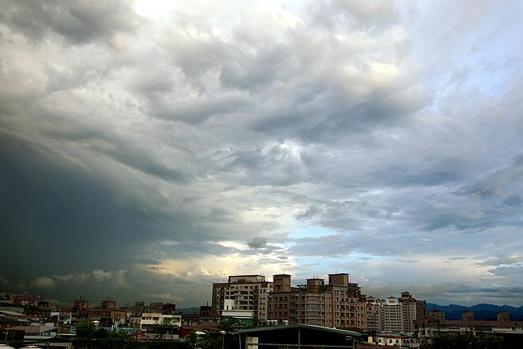 雨後看雲兒