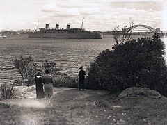 The 'Queen Mary' (State Records NSW) Tags: people blackandwhite harbour ships wwii sydney bridges worldwarii anchorage queenmary archives newsouthwales sydneyharbour troop sydneyharbourbridge liner aif bradleyshead troopship hmtqueenmary hmtransport staterecordsnsw hismajestystransport thequeenmaryandqueenmarytwogroup athollbight
