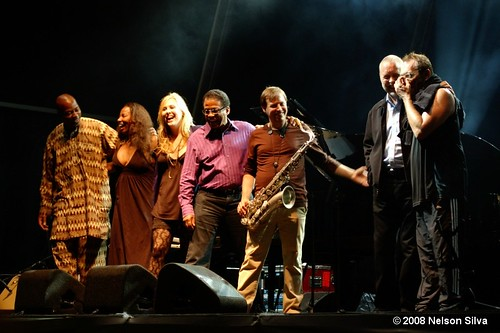 from left to right: Lionel Loueke, Amy Keys, Sonya Kitchell, Herbie Hancock, Chris Potter, Dave Holland & Vinnie Colaiuta