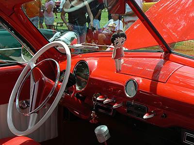intérieur voiture rouge.jpg