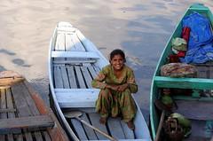 Daughter of Kashmir (Monsoon Lover) Tags: life india girl flickr child politics daughter kashmir srinagar society hookah kangri dallake kashti sudipmonsoonlover monsoonlover sikara sudipguharay pakisthan