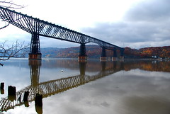 Poughkeepsie Railroad Bridge (Katy Silberger) Tags: hudsonriver reflexions poughkeepsieny nikond60 abigfave poughkeepsierailroadbridge anawesomeshot 1on1reflectionsphotooftheweek goldstaraward reflectedbridge walkwayoverthehudson 1on1reflectionsphotooftheweeknovember2008