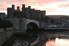 Conway Castle (curreyuk) Tags: uk light castle wales evening conway cymru conwy castell conwycastle northwales takeabow currey conwaycastle castellconwy flickraward grahamcurrey theperfectphotographer curreyuk peachofashot