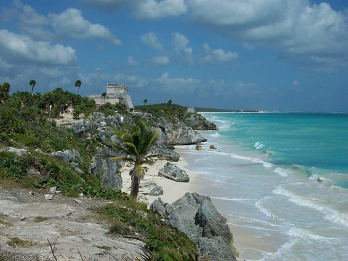 El Castillo and the sea