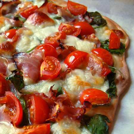 pizza with cherry tomatoes, spinach, prosciutto©by Haalo