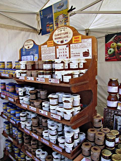 Au marché: terrines et confitures